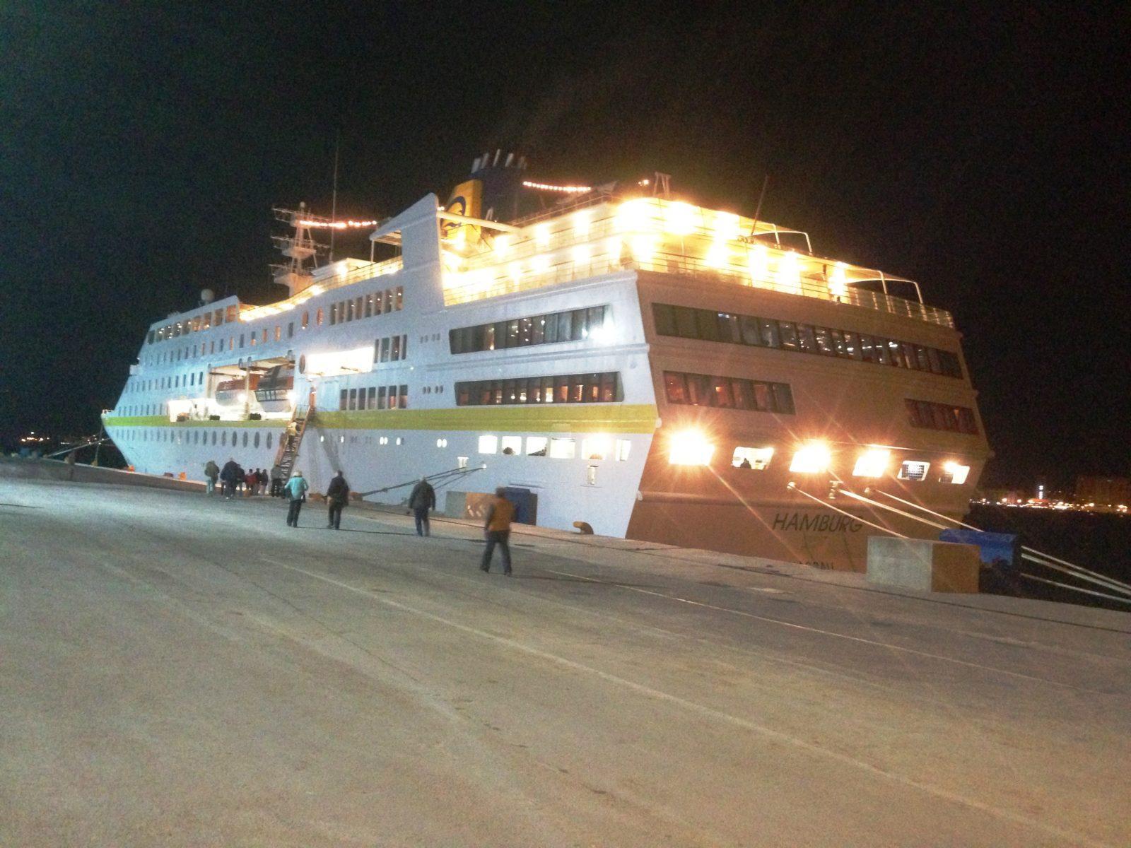 MS Hamburg in Tanger, abends