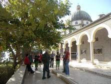 Die Reisegruppe an der Kirche der Seligpreisung