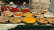 Gewürzhändler im Machane Yehuda Markt in Jerusalem