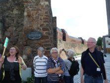Mauern in Exeter mit Führerin Anastasia Schill