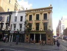 Die Crown Bar ist die bekannteste Bar in Belfast